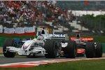 Nick Heidfeld (BMW Sauber F1 Team) vor Fernando Alonso (McLaren-Mercedes)