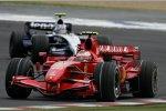 Kimi Räikkönen (Ferrari) vor Alexander Wurz (Williams)