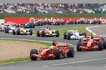 Felipe Massa führt vor Kimi Räikkönen (Ferrari)