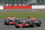 Fernando Alonso vor Lewis Hamilton (McLaren-Mercedes)