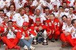 Felipe Massa, Kimi Räikkönen und Jean Todt (Teamchef) (Ferrari)