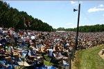 Viele IndyCar-Fans auf den Naturtribünen von Mid-Ohio