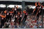 Tony Stewart und seine Crew feiern