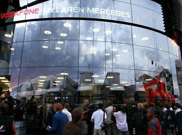McLaren-Mercedes-Motorhome