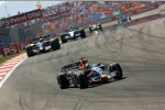 David Coulthard vor Mark Webber (Red Bull)