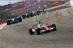Ralf Schumacher (Toyota) vor Rubens Barrichello (Honda F1 Team)