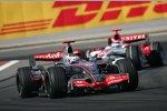 Fernando Alonso (McLaren-Mercedes) vor Takuma Sato (Super Aguri)