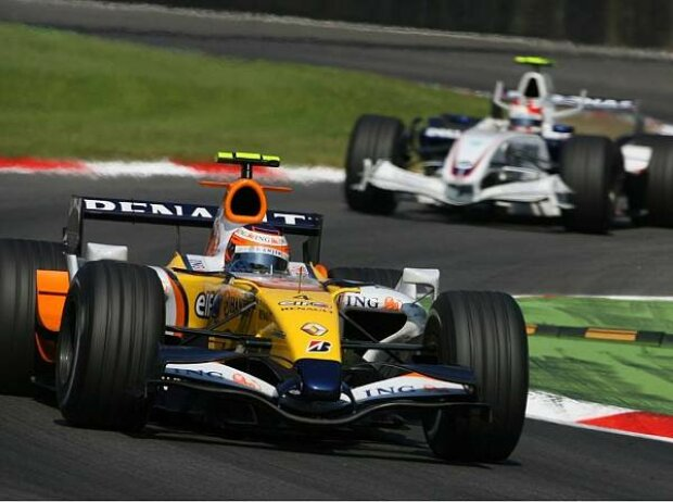 Heikki Kovalainen vor Robert Kubica