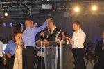 Dario Franchitti wird von seinen Teamkollegen Danica Patrick, Tony Kanaan und Marco Andretti noch einmal geduscht