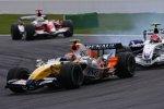 Heikki Kovalainen Robert Kubica (Renault) (BMW Sauber F1 Team)
