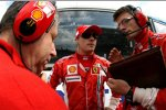 Kimi Räikkönen Jean Todt (Teamchef) Chris Dyer (Ferrari)