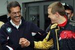 Mario Theissen (BMW Motorsport Direktor) (BMW Sauber F1 Team) gratuliert Sebastian Vettel (Toro Rosso)
