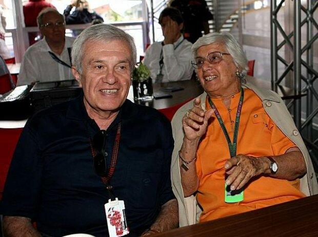 Maria Teresa de Filippis mit Formel-1-Journalist Helmut Zwickl