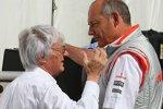 Bernie Ecclestone (Formel-1-Chef) und Ron Dennis (Teamchef) (McLaren-Mercedes)