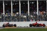 Die Wracks von Lewis Hamilton (McLaren-Mercedes) und Kimi Räikkönen (Ferrari)