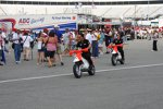 Helio Castroneves und Ryan Briscoe auf Mini-Bikes