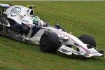 Robert Kubica (BMW Sauber F1 Team) mit einem Ausflug in das Gras