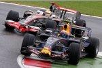 Mark Webber (Red Bull) vor Lewis Hamilton (McLaren-Mercedes)