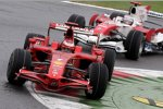 Kimi Räikkönen (Ferrari) vor Jarno Trulli (Toyota)