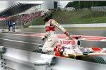 Adrian Sutil (Force India) nach seinem Reifenscheiden