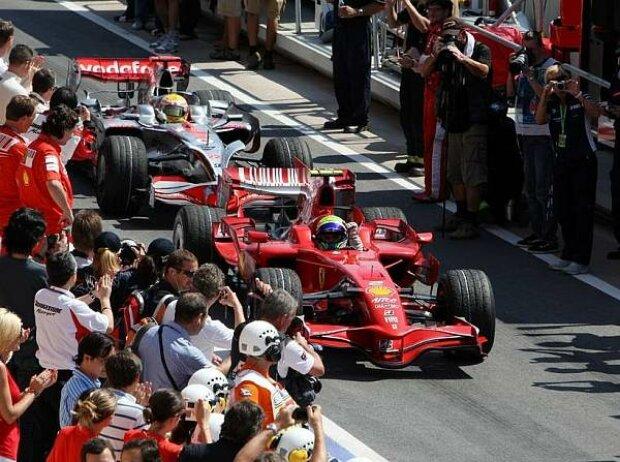 Felipe Massa vor Lewis Hamilton