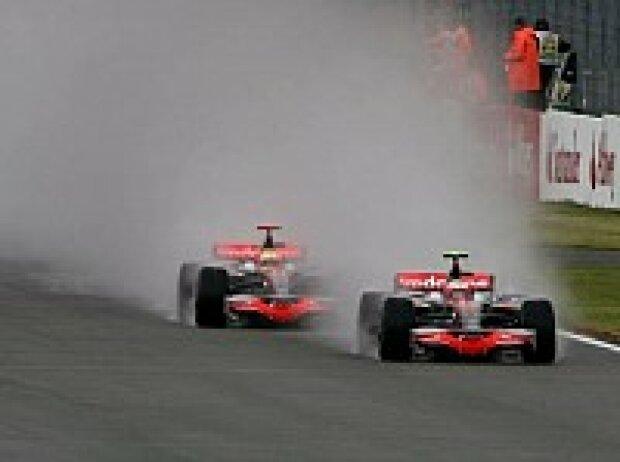 Heikki Kovalainen vor Lewis Hamilton