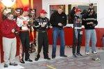 Joey Logano  Ryan Newman Scott Speed bei einem Wettbewerb mit funkgesteuerten Modellautos