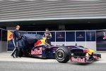 Sebastian Vettel und Mark Webber (Red Bull) enthüllen den RB5