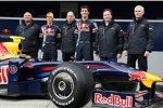 Mark Webber Sebastian Vettel Adrian Newey (Technischer Direktor) Christian Horner (Teamchef) Geoff Willis (Technischer Direktor) (Red Bull)