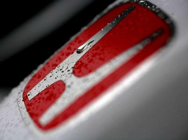 Honda Logo im Regen