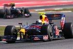 Sebastian Vettel (Red Bull) vor Sebastien Buemi (Toro Rosso)