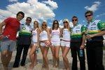 Dominik Farnbacher Andy Lally Ben Devlin Guy Smith mit den Girls