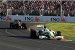 Rubens Barrichello (Brawn) vor Sebastian Vettel (Red Bull)