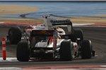 Sebastian Vettel (Red Bull) folgt Jarno Trulli (Toyota)