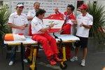 Jarno Trulli Timo Glock John Howett (Teampräsident) (Toyota)