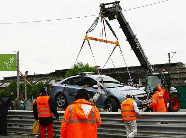 Das Safety-Car von Pau am Haken