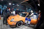 Boxenstopp bei Manthey Racing Marco Holzer Frank Kraeling Marc Gindorf Peter Scharmach