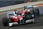 Jarno Trulli vor Timo Glock (Toyota)