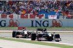 Sébastien Buemi (Toro Rosso) vor Lewis Hamilton (McLaren-Mercedes)