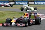 Sebastian Vettel (Red Bull) vor Rubens Barrichello (Brawn)