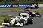 Rubens Barrichello (Brawn) vor Mark Webber (Red Bull)