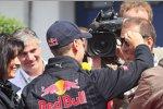 Sebastian Vettel (Red Bull) mit TV-Reporter Kai Ebel