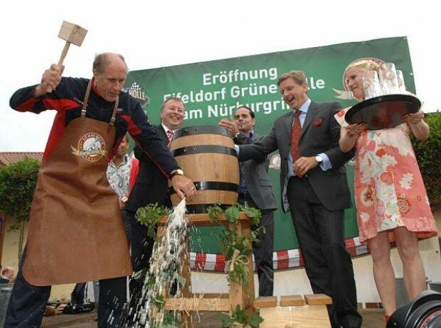 Hans-Joachim Stuck beim Fassanstich