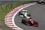 Felipe Massa (Ferrari) und Rubens Barrichello (Brawn)