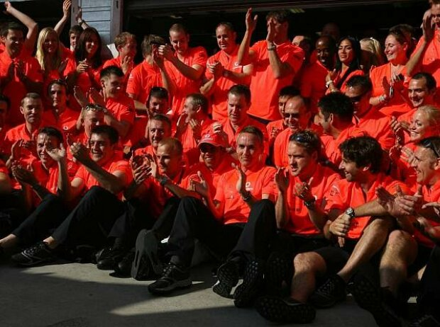 Heikki Kovalainen, Lewis Hamilton, Martin Whitmarsh (Teamchef)