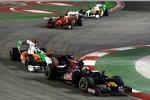 Jaime Alguersuari (Toro Rosso) vor Adrian Sutil (Force India)