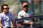 Fernando Alonso (Renault) und Lewis Hamilton (McLaren-Mercedes)