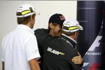 Shakehands: Sebastian Vettel und Rubens Barrichello