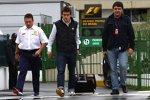 Fernando Alonso (Renault) mit Entourage
