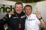 Der WM-Titel hat sie reich gemacht: Ross Brawn und Nick Fry haben das Honda-Team um einen symbolischen Euro gekauft und um 123 Millionen Euro an Daimler und Aabar abgegeben - und halten gemeinsam mit drei Kollegen immer noch 24,9 Prozent!